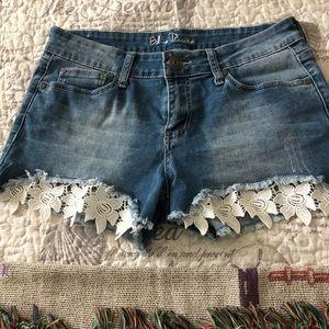 Pants - Cute lace shorts